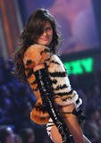 th_09977_fashiongallery_VSShow08_Show-389_122_1043lo.jpg