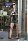 Nicky Hilton - Страница 5 Th_50083_Preppie_NickyHiltonattheCoffeeBean3_122_150lo
