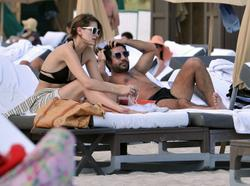 http://img109.imagevenue.com/loc16/th_531180718_Mischa_Barton_Bikini_Candids_on_the_Beach_in_Miami_December_27_2011_104_122_16lo.jpg