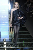 th_72260_Elie_Saab_Paris_F_W_07_08_Celebrity_City_FS_149_123_471lo.jpg